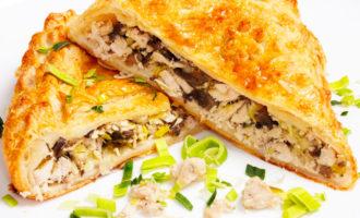Пирог с куриным филе и грибами