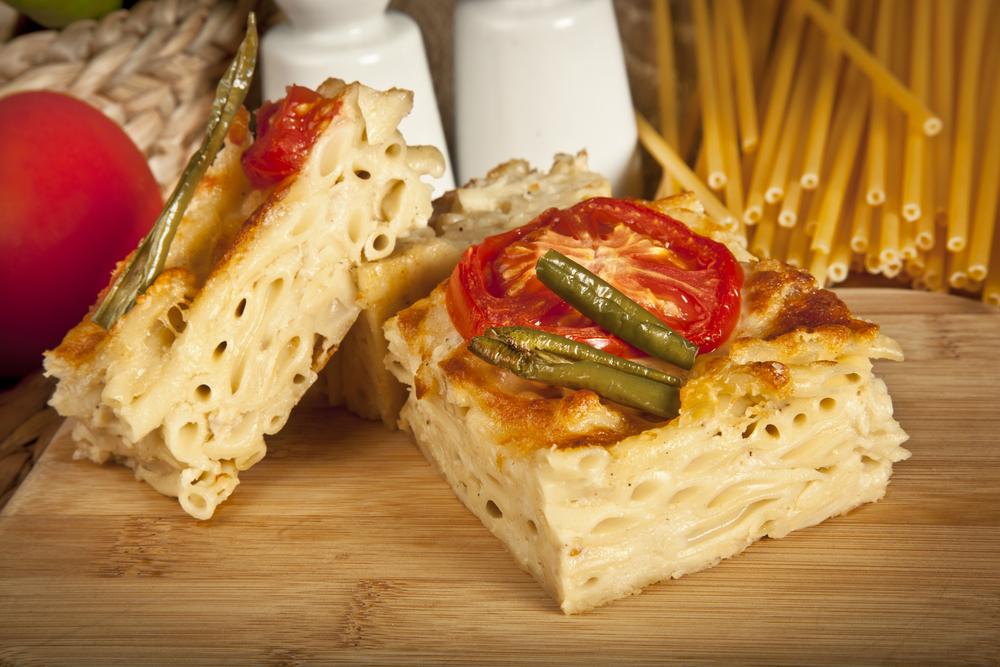 Запеканка из макарон с тремя видами сыра