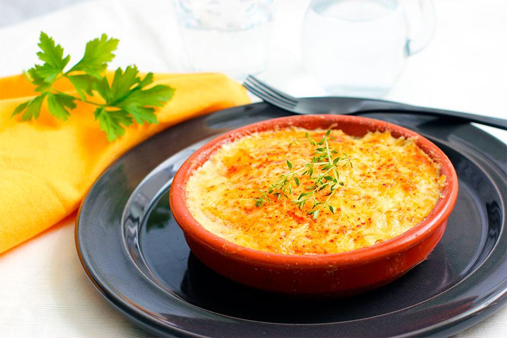Печень с овощами и сыром