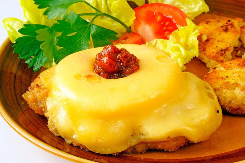 Мясо по-французски с ананасами