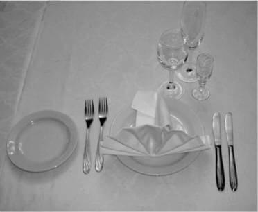 Сервировка стола в ресторане